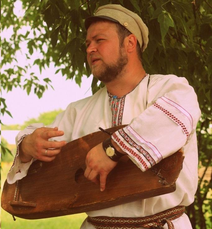 Гусляр в этнопарке Кочевник